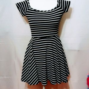 Snap Black/White Striped Fit & Flare Dress Small